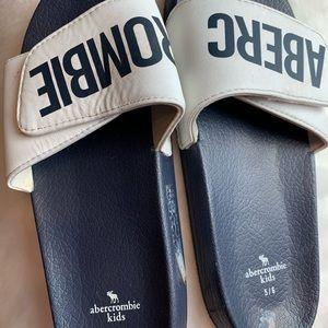 Abercrombie kids sandals 5/6